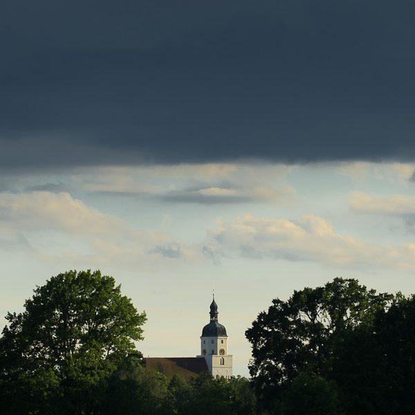 Kirche im Dorfe lassen. Foto: Hufner